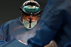 """""""Gijos Klinikų"""" plastikos chirurgas D. Bagdanavičius atlieka rekonstrukcinę krūtų operaciją"""