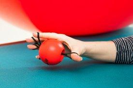 Gydomasis kamuoliukas padeda pacientams lavinti ir gerinti judėjimo galimybes