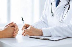 gydytojas konsultuoja pacienta